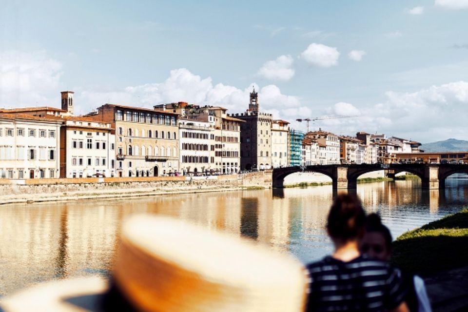 Roadtrip durch Italien: Blick auf den Arno in Florenz