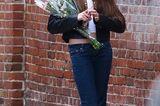 Promi-Nachwuchs: Suri Cruise mit Blumen