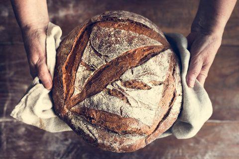 Brot backen: So gelingt es garantiert