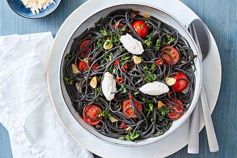 Schwarze Spaghetti mit Robiola