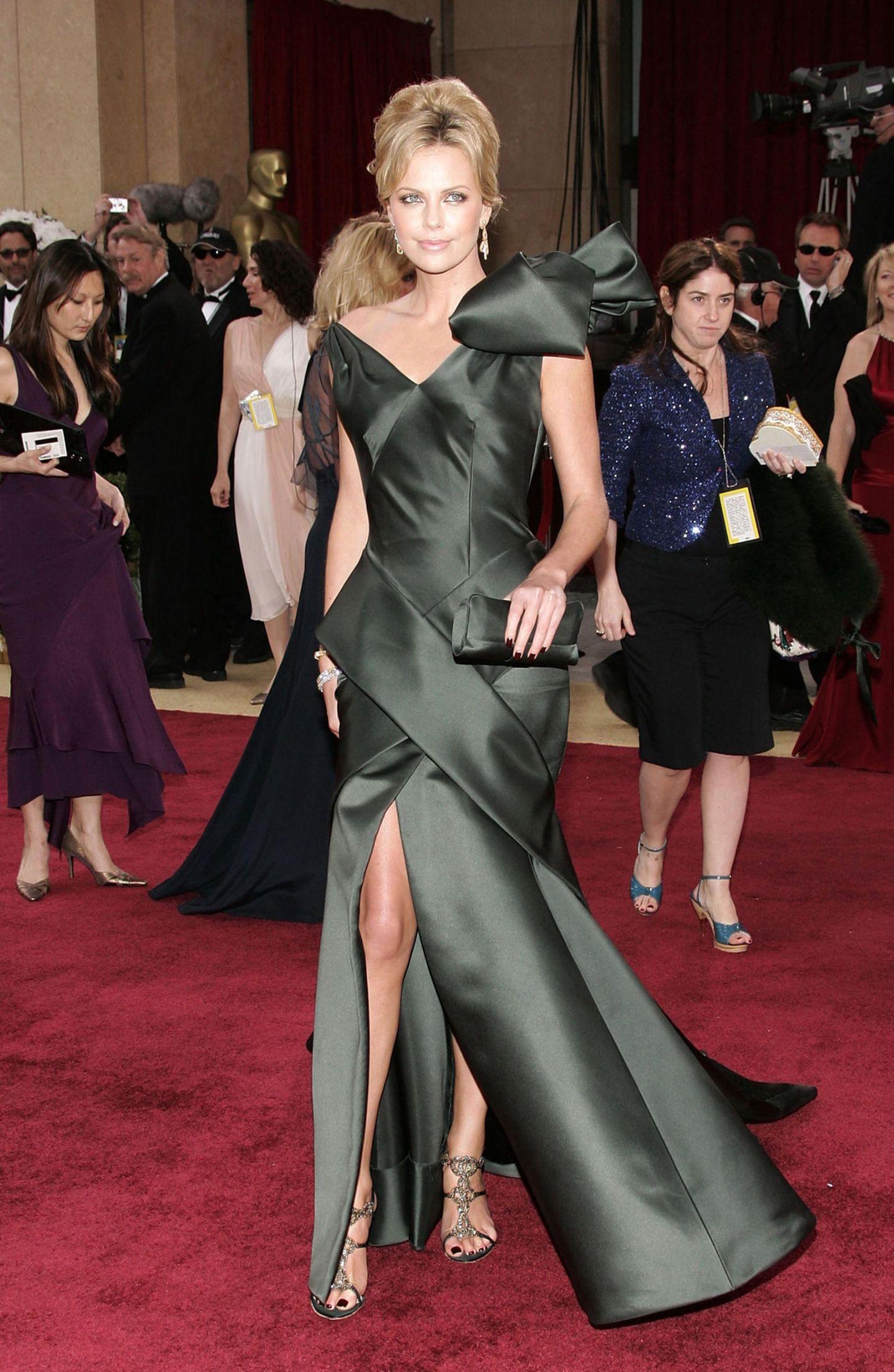 Schlimme Oscar-Looks: Charlize Theron 2006