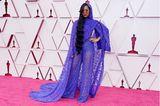 Dieser Look ist nicht für jeden geeignet, H.E.R kann ihn aber definitiv tragen. Die königsblaue Spitzenkreation von Dundas macht den Red Carpet der Oscars 2021 gleich ein bisschen cooler.