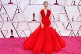 Lady in Red! Amanda Seyfried verzaubert in einer echten Traumrobe mit XXL-Ausschnitt von Armani Privé.
