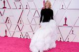 Laura Dernwählt die klassischste aller Farbkombinationen – und macht damit alles richtig. Das schwarz-weiße Dress von Oscar de la Renta wird mit Schmuck von Pomellato noch mehr in Szene gesetzt.