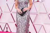 Margot Robbie geht es schlichter an – aber nicht minder elegant. In einer Haute-Couture-Robe aus dem Hause Chanel macht sie eine tolle Figur auf dem roten Teppich.