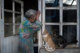 World Press Photo 2021: Frau am Türrahmen