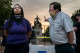 World Press Photo 2021: Mann diskutiert mit Frau