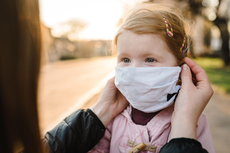 Rückruf: Kind mit Maske