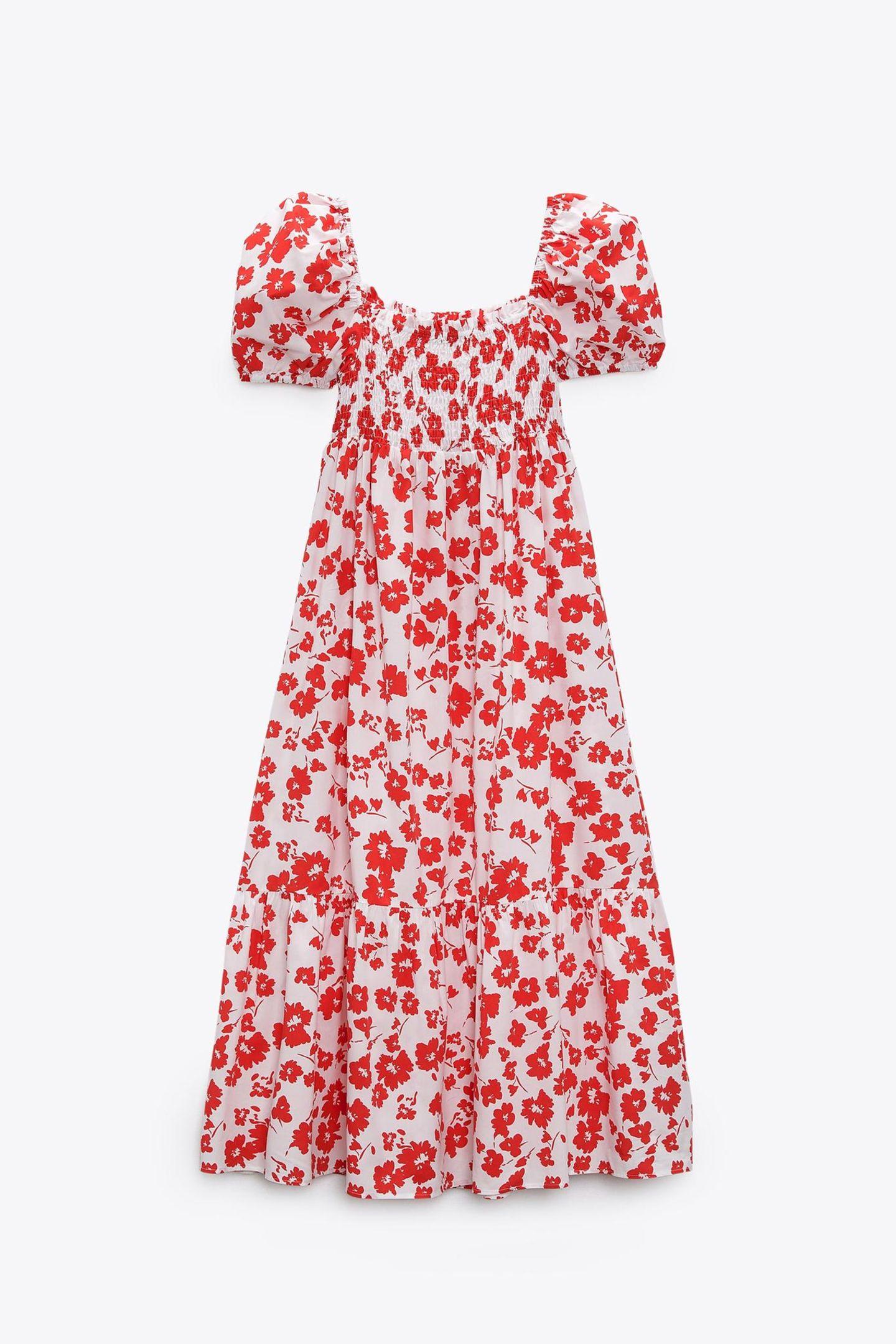 Dieses Kleid lädt zum Träumen ein! Das verspielte Kleid mit floralem Muster ist das perfekte Match für jeden, der es besonders feminin mag. von Zara, ca. 50 Euro