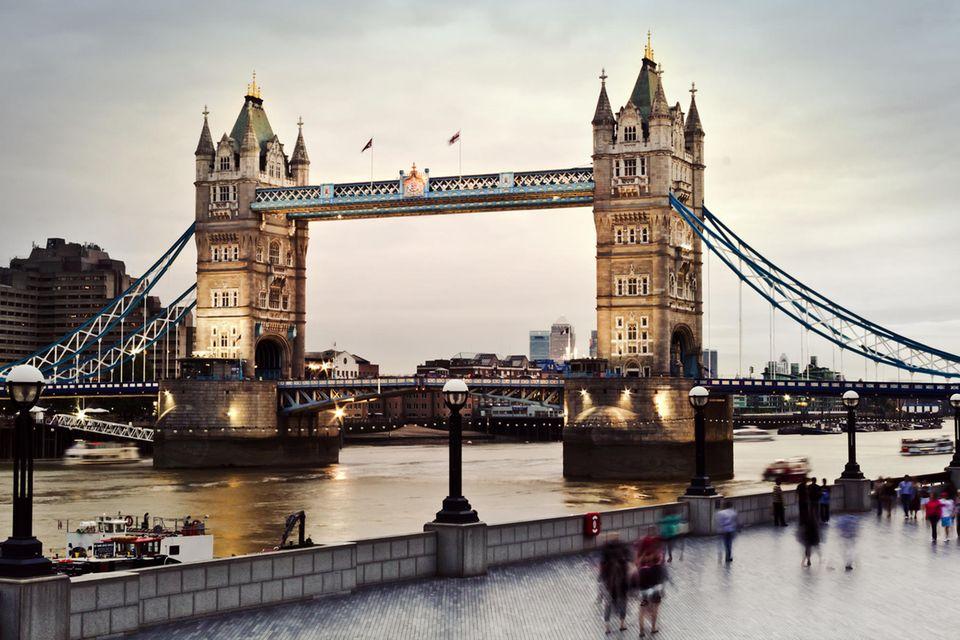 20-jähriger Londoner ertrunken: Tower Bridge