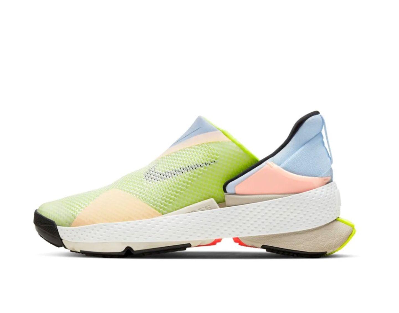 Ein Schuh, der ebenfalls auf den Shoppinglisten zahlreicher Fashionistas stehen dürfte, ist der Go FlyEase racer. Mit seinem sportlichen Design und den pastelligen Farben verbindet er das beste aus zwei Welten. Ein Frühlingsbote par excellence.Go FlyEase racer von Nike, kostet ca. 350 Euro.