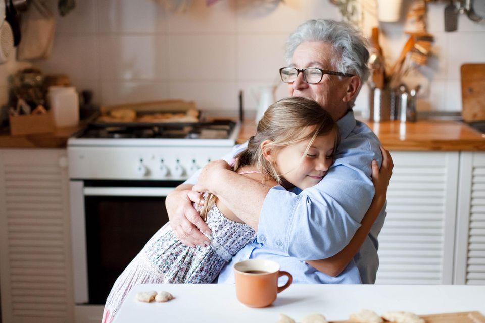 Mutter möchte nicht, dass Großeltern spontan Enkel umarmen