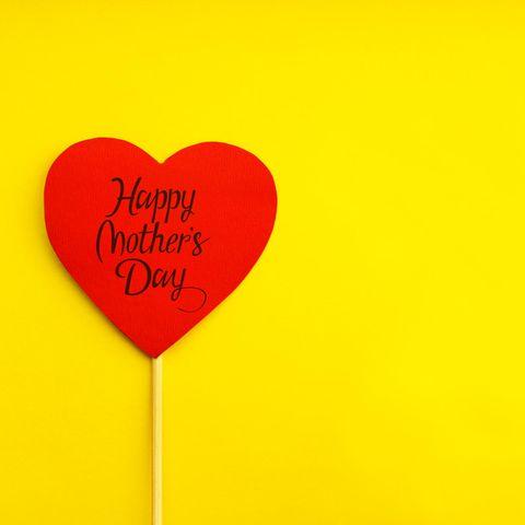 rotes Herz auf gelbem Hintergrund