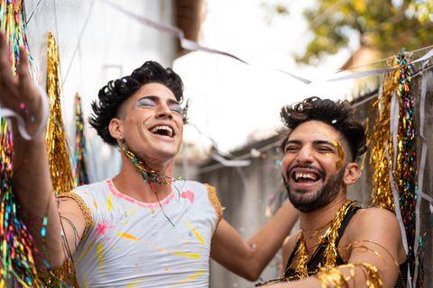 Lgbtq+: Feiern mit Regenbogenflagge