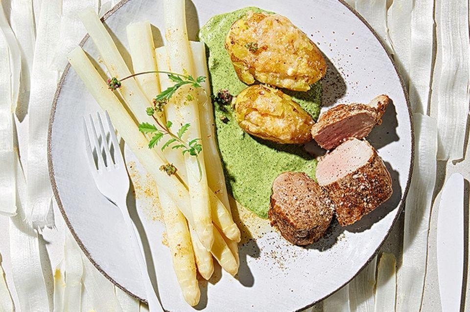 Spargel mit Salsa Verde und Schweinefilet