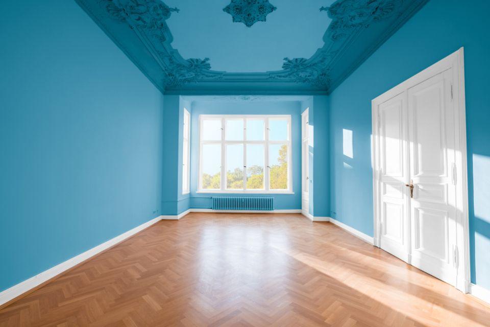 Deckengestaltung: Raum in blau gestrichen