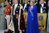 Königin Máxima trägt eine royalbalue Robe von Jan Taminiau