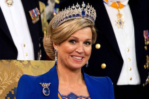 Königin Máxima trägt das Saphir-Diadem des Pariser Juweliers Mellerio