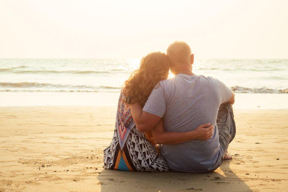 Nach Affäre: Paar am Strand