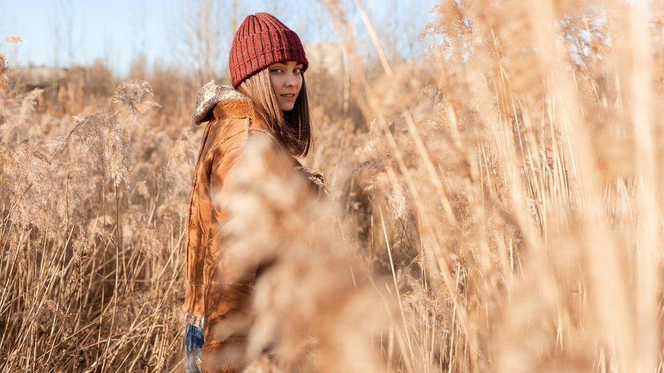 Horoskop: Eine Frau im Kornfeld
