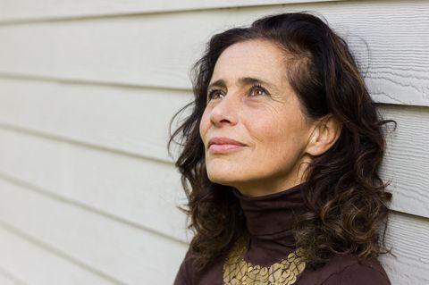 Horoskop: eine schöne nachdenkliche Frau