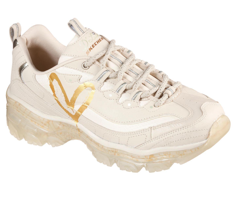 Meine Liebe zu weißen Sneakern habe ich euch jabereits beschrieben. Dementsprechend kann es auch mal vorkommen, dass zwei Exemplare in einem Monat bei mir einziehen. Denn dieses Modell mit chunky Details und süßem Herz-Print kann ich einfach nicht widerstehen. Aus der Skechers x James Goldcrown Kollektion, kostet ca. 105 Euro.