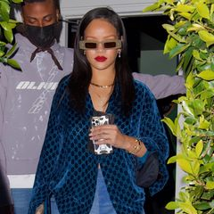 Rihanna ist in Sachen Hair and Make-up ein bunter Vogel: Es gibt fast keinen Look, den die Sängerin noch nicht ausprobiert hat. Doch ihr neuester Look ist dennoch überraschend, erfordert er doch eine Portion Mut.