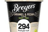 Ich habe eine neue Eisliebe gefunden: Breyers Caramel & Pecan. Das Eis ist nicht nur super lecker, sondern auch cremig und vor allem kalorienreduziert. Der ganze Becher enthält gerade mal 294 Kalorien. Davon kann man sich also ohne Probleme auch mal zwei gönnen ... Just in case! Für etwa 5,99 Euro erhältlich.  Friederike, Mode- und Beauty-Redakteurin
