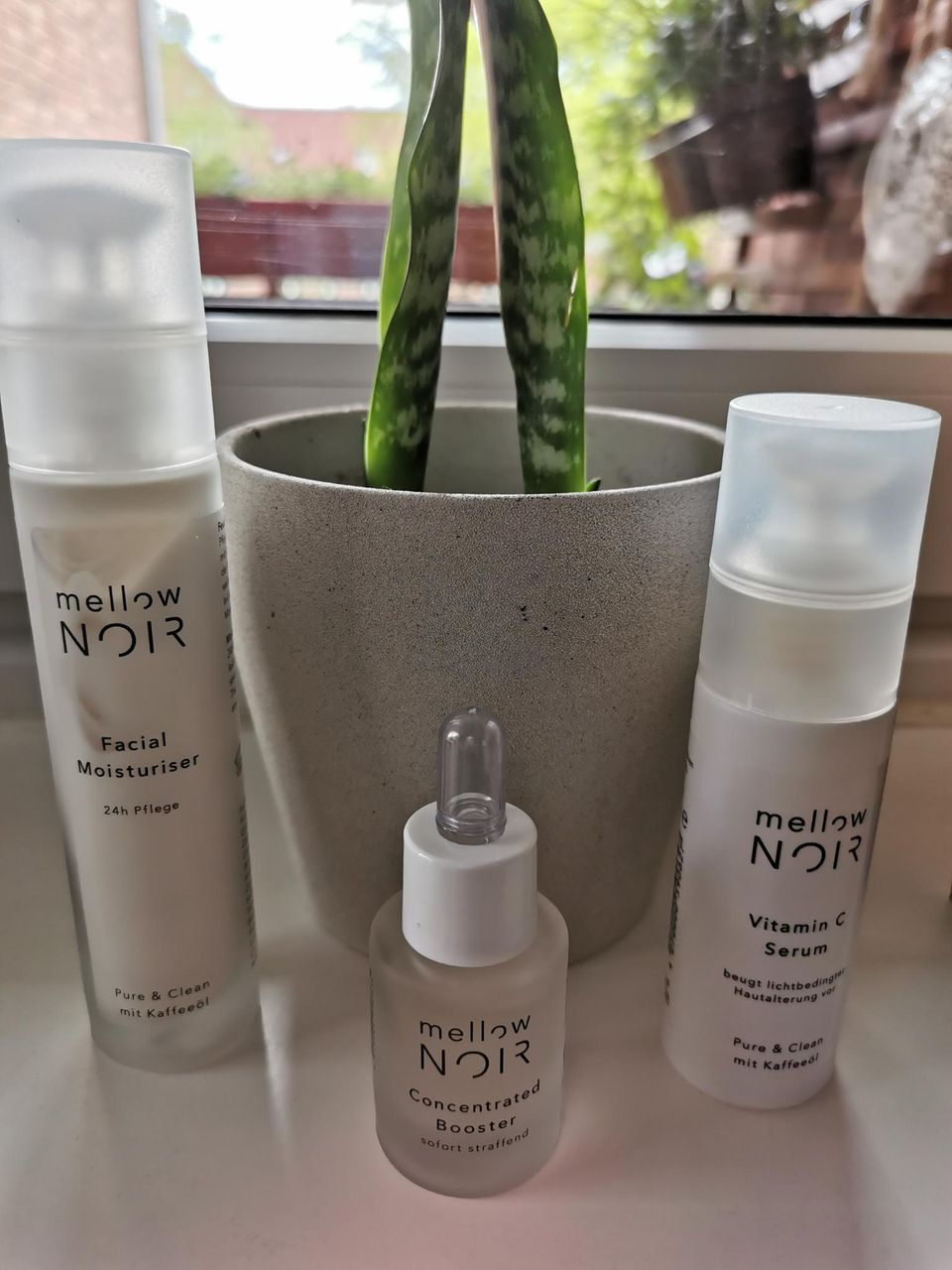 mellow NOIR: zertifzierte Naturkosmetik, Facial Moisturiser, Vitamin C Serum, Concentrated Booster