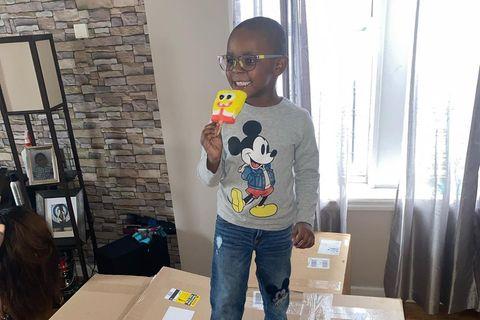 Junge mit Spongebob-Eis