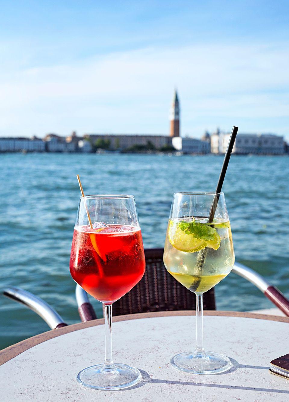 Von Venedig nach Florenz: Aperol und Hugo mit Blick auf den Markusplatz