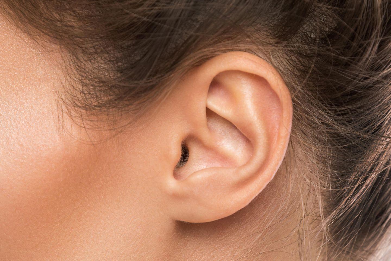 Ohr-Trick gegen Regelschmerz: Weibliches Ohr