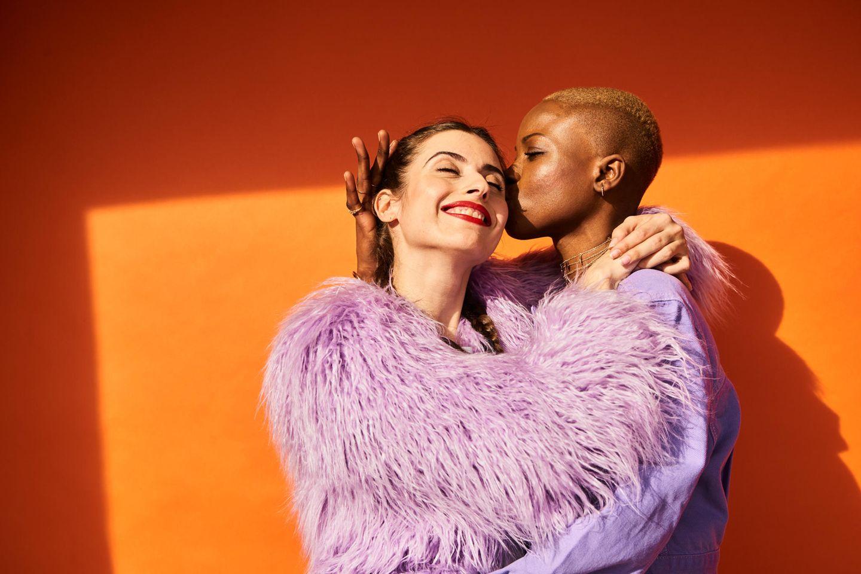 LGBTQ+: Pärchen umarmt sich