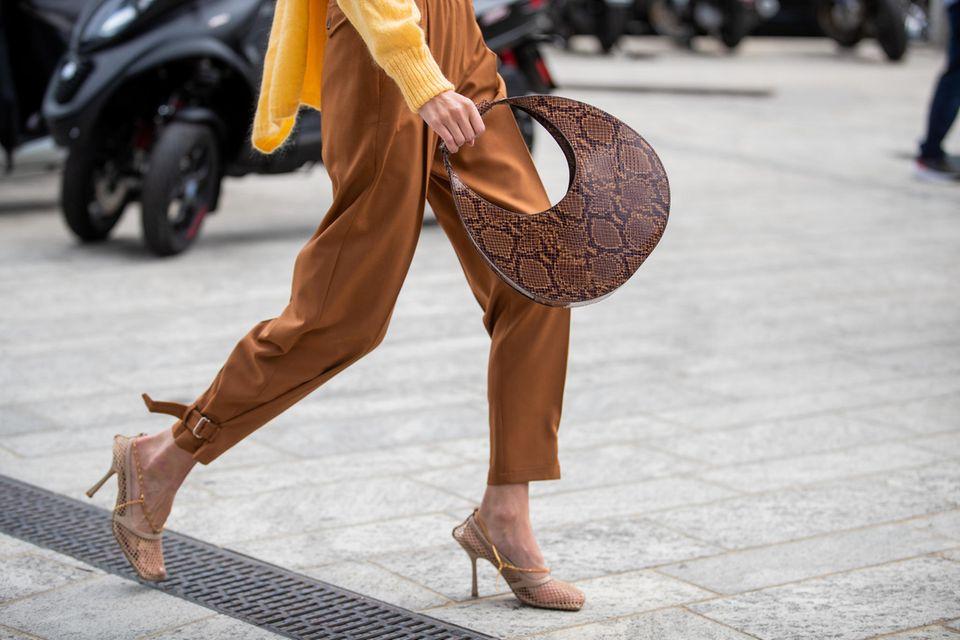 Trend: Leonie Hanne mit Leg-Belt-Hose
