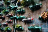 Upcycling Ideen Garten: Flaschengarten
