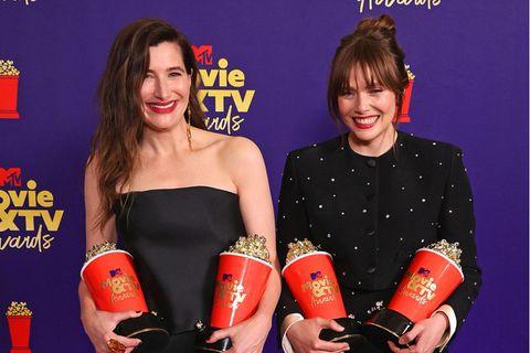 Kathryn Hahn und Elizabeth Olsen bei den MTV Movie & Video Awards
