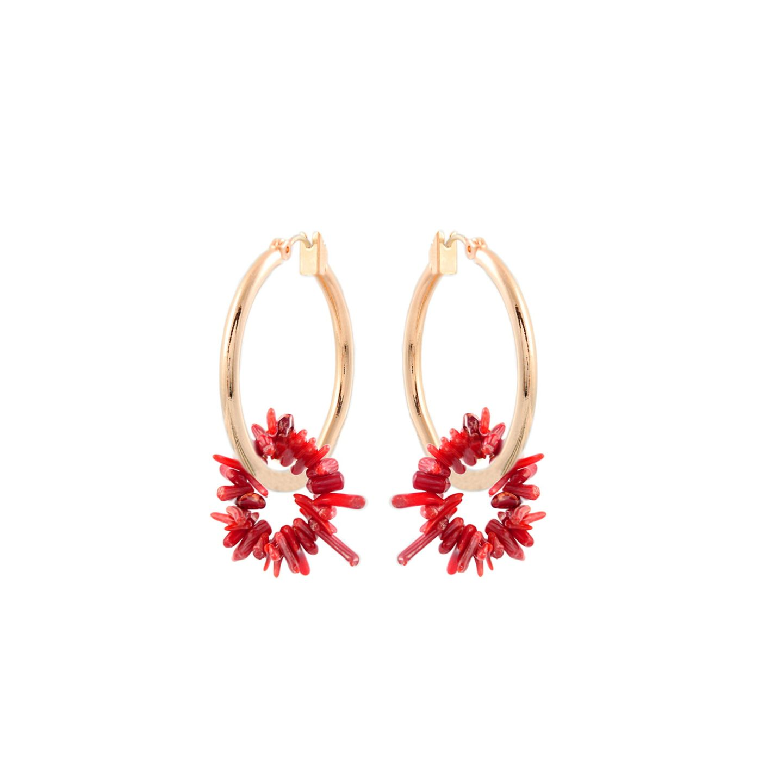 Mit diesenOhrringen tragen wir ein echtes Stück Ozean am Ohr! Denn die vergoldeten Ohrringe von Madeleine Issing begeistern mit echtem Korallen-Anhänger. Von Madeleine Issing, ca. 70 Euro.