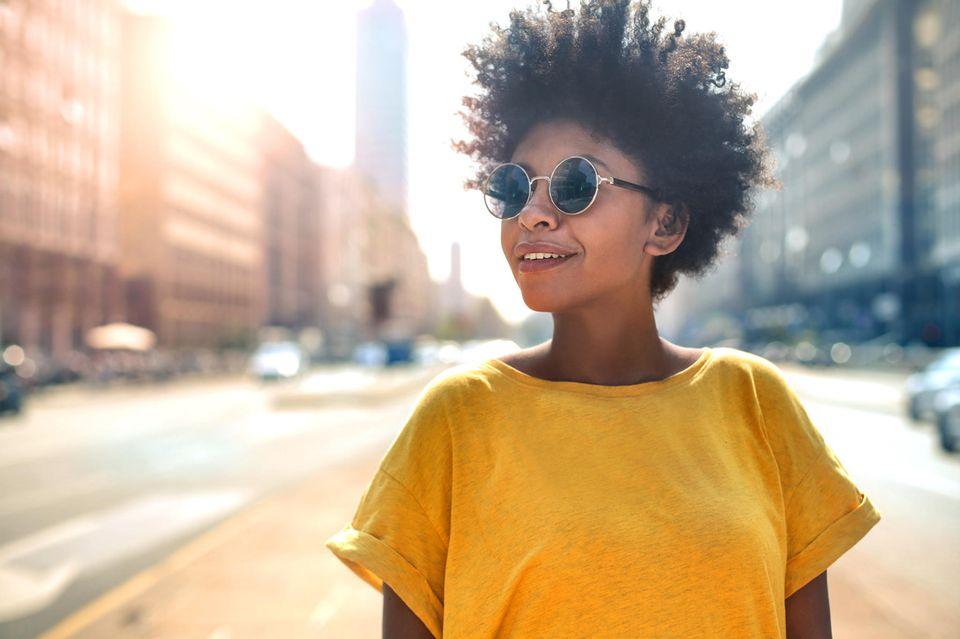 Horoskop: Eine junge, coole Frau