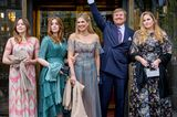 Königin Máxima und Familie beim Theaterbesuch