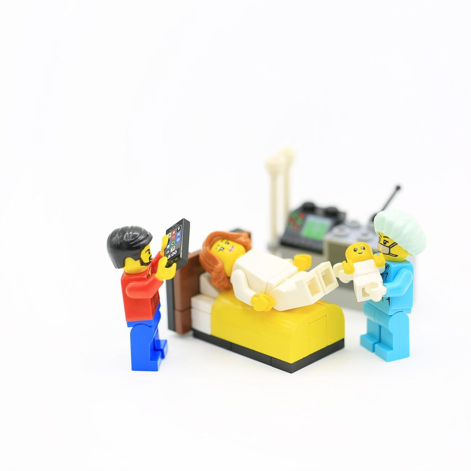 Carla Belucci: Geburt wird gefilmt, Legofiguren