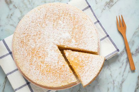 Wasserkuchen: Kuchen mit Puderzucker bestäubt