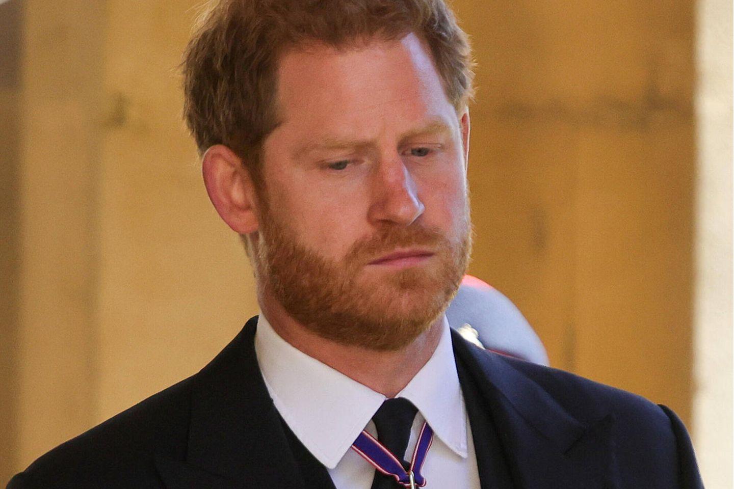"""Prinz Harry: Er war """"besorgt und ängstlich"""", als er zu Prinz Philips Beisetzung reiste: Prinz Harry auf der Beisetzung"""