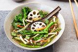 Dashi mit knackigem Gemüse