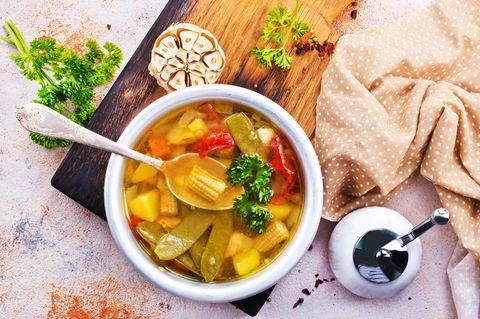 Scheinfasten: Schüssel mit Suppe