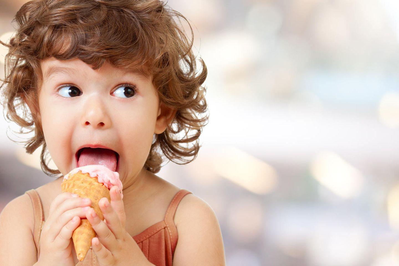 Dinge, die dir kein Elternratgeber sagt: Kind mit Eis