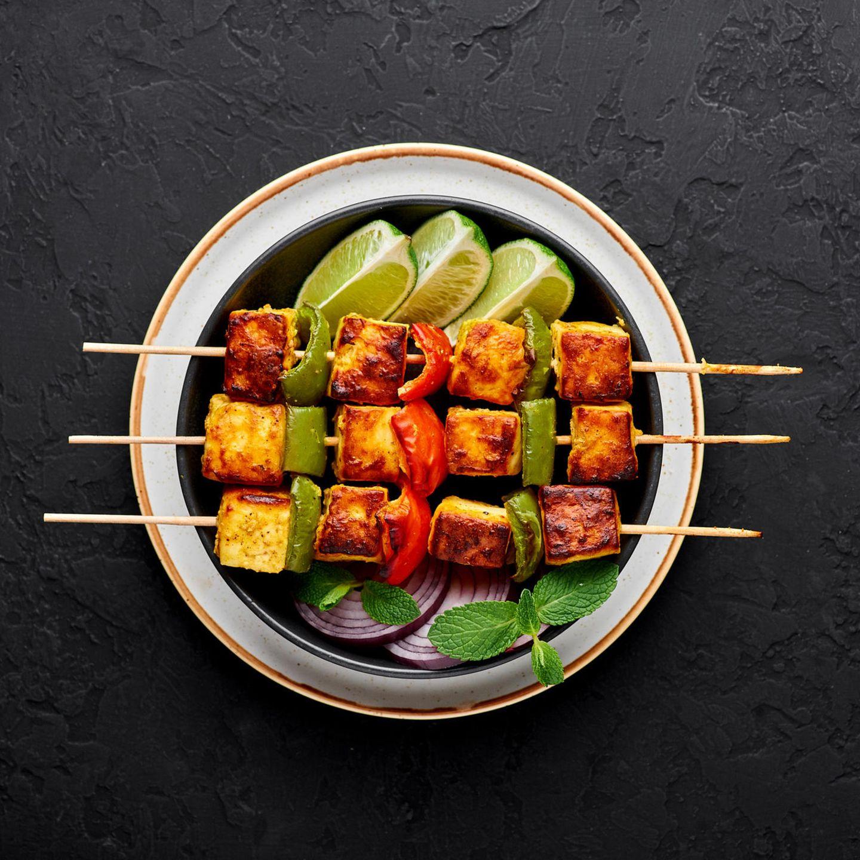 Asiatisch grillen: Paneer-Spieße