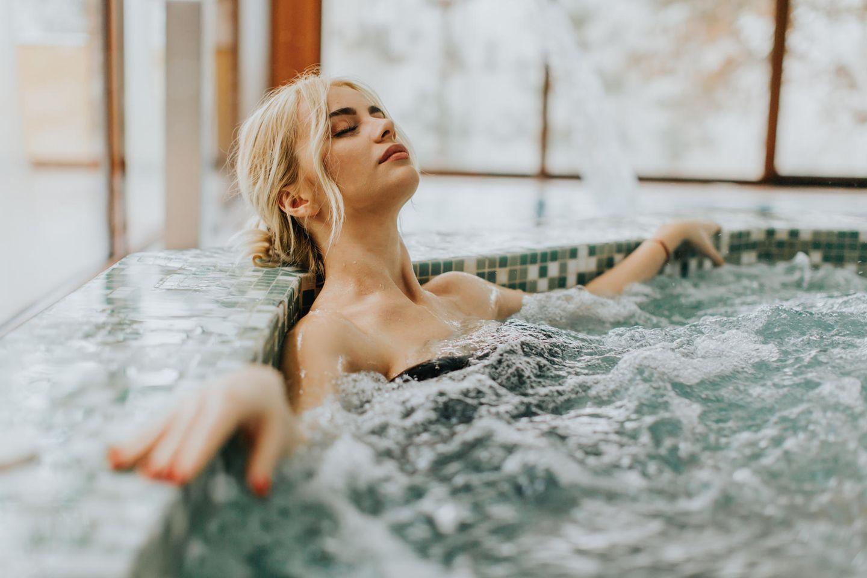 Studie: Frau badet