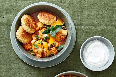 Couscous-Taler mit Blumenkohl-Orangen-Curry