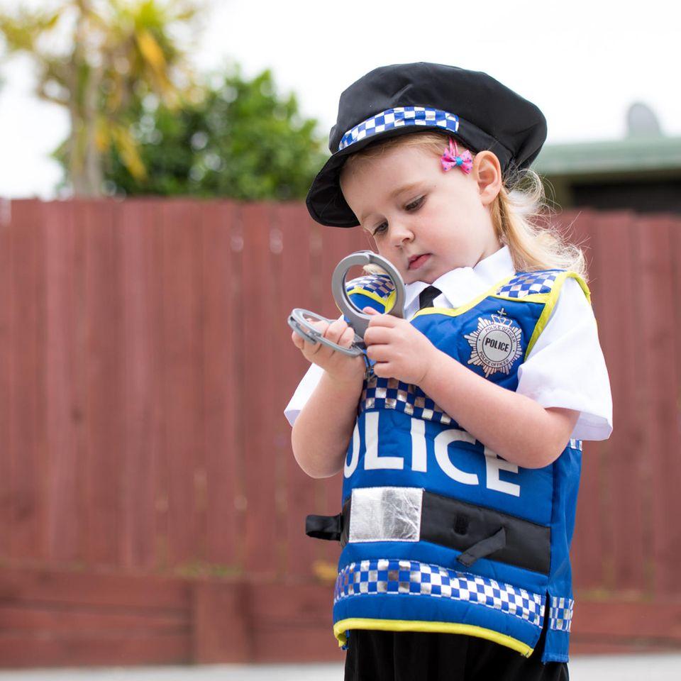 Kind bewirbt sich erfolgreich bei der Polizei