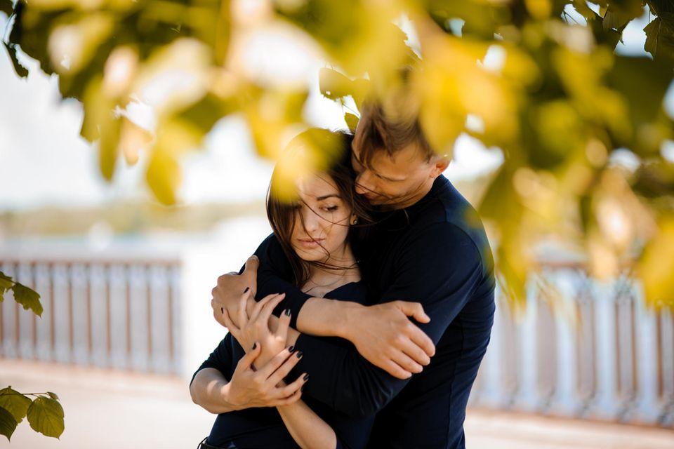 Beziehung: Ein trauriges, nachdenkliches Paar